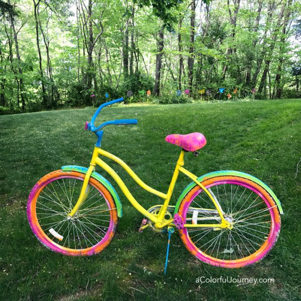 Rainbowizing an old bike with stencils and spray paint